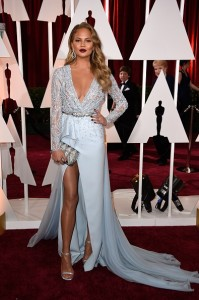 chrissy-teigen-at-the-oscars-2015